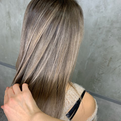 アッシュグレージュ ミルクティーグレージュ ホワイトベージュ バレイヤージュ ヘアスタイルや髪型の写真・画像