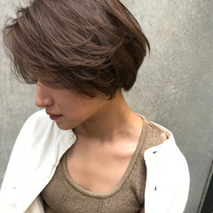 ショートヘア ナチュラル 前下がりショート 小顔ショート ヘアスタイルや髪型の写真・画像