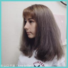 夏 アッシュベージュ ミディアム グレー ヘアスタイルや髪型の写真・画像