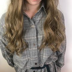 ベージュ ブリーチ ガーリー ロング ヘアスタイルや髪型の写真・画像