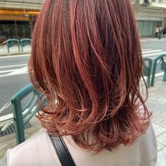 ピンクベージュ ミディアム ナチュラル 大人ハイライト ヘアスタイルや髪型の写真・画像