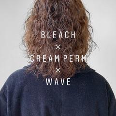 ミディアム スパイラルパーマ パーマスタイル モード ヘアスタイルや髪型の写真・画像