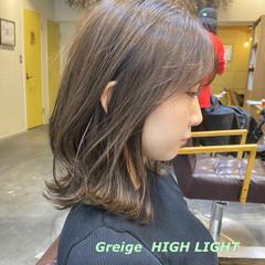 切りっぱなしボブ ミルクティーグレージュ インナーカラー ミニボブ ヘアスタイルや髪型の写真・画像