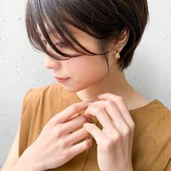 小顔ショート ハンサムショート ナチュラル 前髪パーマ ヘアスタイルや髪型の写真・画像
