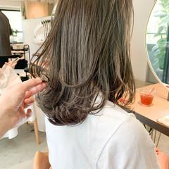 アンニュイほつれヘア レイヤーカット 前髪あり フェミニン ヘアスタイルや髪型の写真・画像
