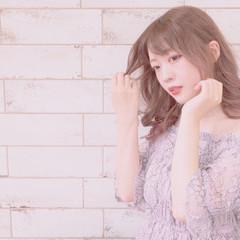バレイヤージュ イルミナカラー ピンク フェミニン ヘアスタイルや髪型の写真・画像