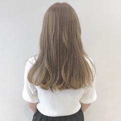 ロング ミルクティー ガーリー グレージュ ヘアスタイルや髪型の写真・画像