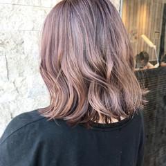 ピンク デート フェミニン ウェーブ ヘアスタイルや髪型の写真・画像