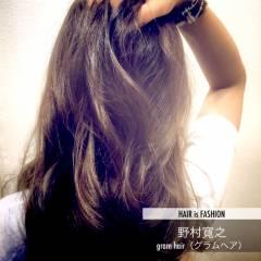 ダブルカラー ナチュラル ハイライト グレーアッシュ ヘアスタイルや髪型の写真・画像