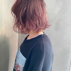 ピンクアッシュ 切りっぱなしボブ ボブ ナチュラル ヘアスタイルや髪型の写真・画像