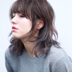 ウルフカット ウェーブ アンニュイ ナチュラル ヘアスタイルや髪型の写真・画像