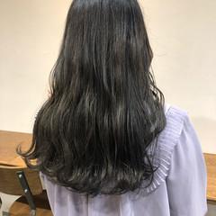 グレー ロング グレージュ アッシュグレージュ ヘアスタイルや髪型の写真・画像