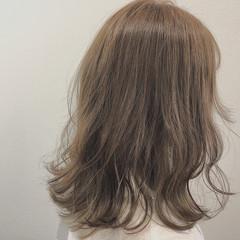 ゆるウェーブ ヌーディーベージュ 艶髪 ガーリー ヘアスタイルや髪型の写真・画像