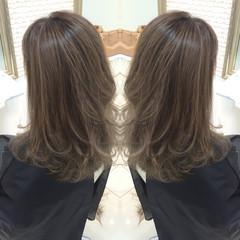 グレージュ グラデーションカラー 大人かわいい 艶髪 ヘアスタイルや髪型の写真・画像