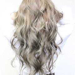 外国人風カラー 上品 セミロング ゆるふわ ヘアスタイルや髪型の写真・画像