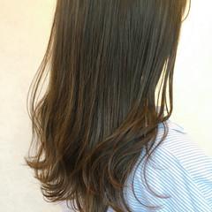 ナチュラル ロング グレージュ レイヤーカット ヘアスタイルや髪型の写真・画像