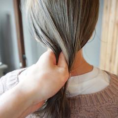 地毛風カラー くすみカラー 透明感カラー ナチュラル ヘアスタイルや髪型の写真・画像