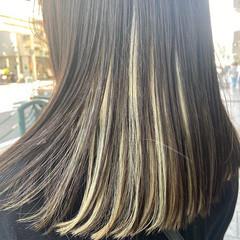ホワイトカラー インナーカラー ロング ホワイトアッシュ ヘアスタイルや髪型の写真・画像