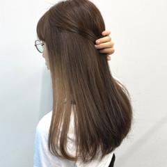 インナーカラー インナーカラーホワイト インナーカラーグレー フェミニン ヘアスタイルや髪型の写真・画像