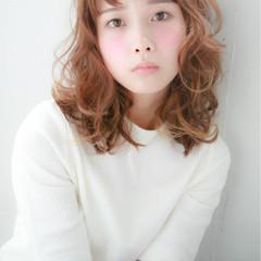 前髪あり ガーリー 大人かわいい ゆるふわ ヘアスタイルや髪型の写真・画像