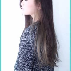 ロング グラデーションカラー ストレート グレーアッシュ ヘアスタイルや髪型の写真・画像