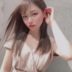 アッシュベージュ ツヤ髪 アッシュ 艶髪 ヘアスタイルや髪型の写真・画像