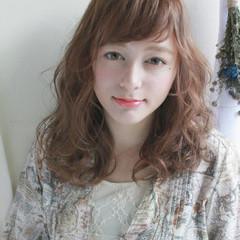 外国人風 ミディアム エレガント パーマ ヘアスタイルや髪型の写真・画像