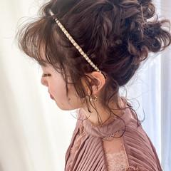 ミディアム ナチュラル 無造作パーマ 簡単ヘアアレンジ ヘアスタイルや髪型の写真・画像