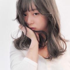 モテ髮シルエット インナーカラー グレージュ ミディアム ヘアスタイルや髪型の写真・画像