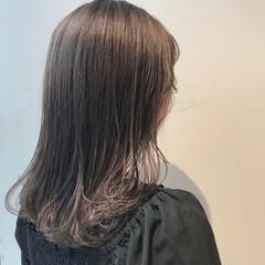 セミロング アッシュベージュ ナチュラル ブリーチなし ヘアスタイルや髪型の写真・画像