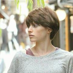 フェミニン ショート ベリーショート 透明感 ヘアスタイルや髪型の写真・画像