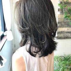 地毛風カラー ミルクティーベージュ ナチュラル セミロング ヘアスタイルや髪型の写真・画像