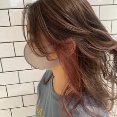 ロング イヤリングカラー レイヤースタイル イヤリングカラーピンク ヘアスタイルや髪型の写真・画像