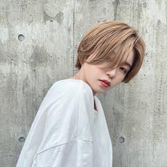 モード センターパート ハイトーン ハンサムショート ヘアスタイルや髪型の写真・画像