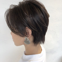 大人ハイライト ナチュラル ハンサムショート ブリーチカラー ヘアスタイルや髪型の写真・画像