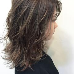 ハイライト おフェロ ミディアム 透明感 ヘアスタイルや髪型の写真・画像