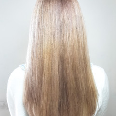 ブリーチ プラチナブロンド 外国人風 エレガント ヘアスタイルや髪型の写真・画像