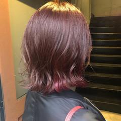 インナーピンク ラズベリーピンク イヤリングカラー インナーカラー ヘアスタイルや髪型の写真・画像