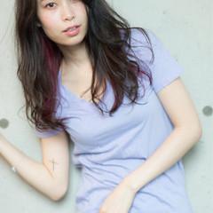 夏 涼しげ ピンク インナーカラー ヘアスタイルや髪型の写真・画像