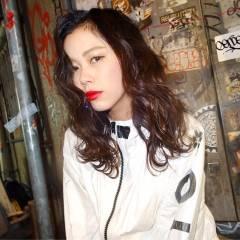 暗髪 ウェットヘア ストリート ミディアム ヘアスタイルや髪型の写真・画像