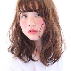 透明感 ウェットヘア セミロング ナチュラル ヘアスタイルや髪型の写真・画像