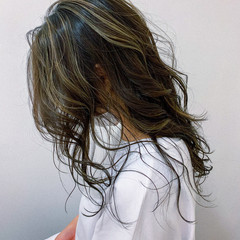 コントラストハイライト グラデーションカラー セミロング ハイライト ヘアスタイルや髪型の写真・画像