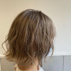 大人かわいい 切りっぱなしボブ ミルクティーグレージュ 透明感カラー ヘアスタイルや髪型の写真・画像