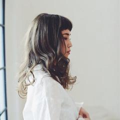 外国人風カラー グレージュ アンニュイ ロング ヘアスタイルや髪型の写真・画像