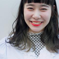 モード ミルクティー セミロング 外国人風 ヘアスタイルや髪型の写真・画像