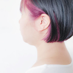 インナーピンク インナーカラーパープル ボブ ナチュラル ヘアスタイルや髪型の写真・画像