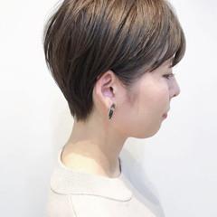 前下がりショート ショートヘア ナチュラル ハンサムショート ヘアスタイルや髪型の写真・画像