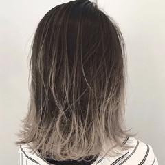アッシュベージュ バレイヤージュ グレージュ アッシュグレー ヘアスタイルや髪型の写真・画像
