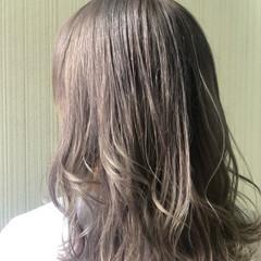 セミロング ラベージュ ハイトーンカラー ナチュラル ヘアスタイルや髪型の写真・画像