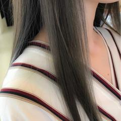 グレー ロング ナチュラル イルミナカラー ヘアスタイルや髪型の写真・画像